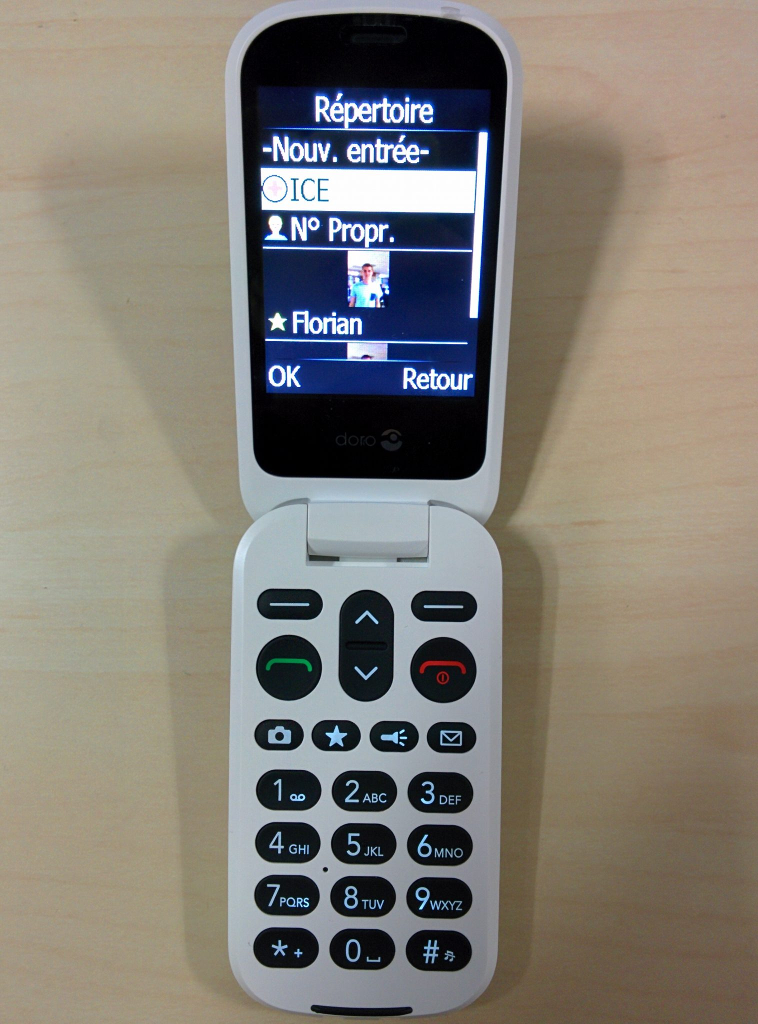telephone portable a clapet sans abonnement simple le doro adapt pour les seniors est en vente. Black Bedroom Furniture Sets. Home Design Ideas