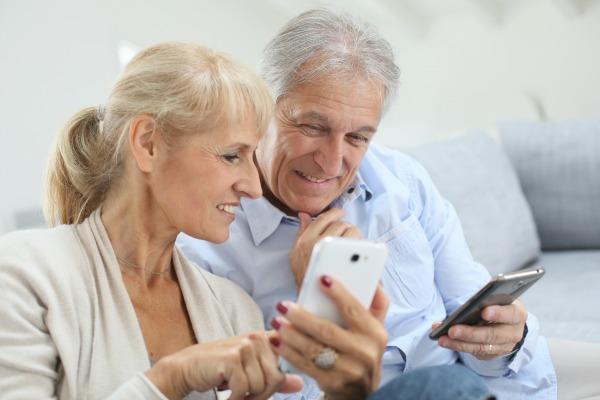 smartphones seniors - seniors connectés - Bazile Telecom
