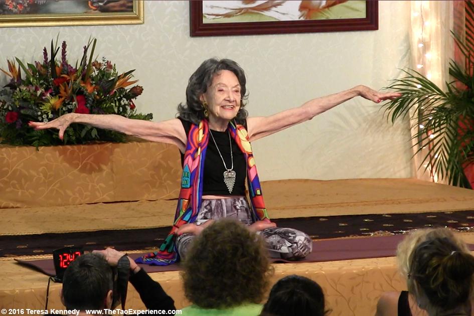 prof de yoga à 99 ans - Bazile Teleom - Tao Porchon-Lynch