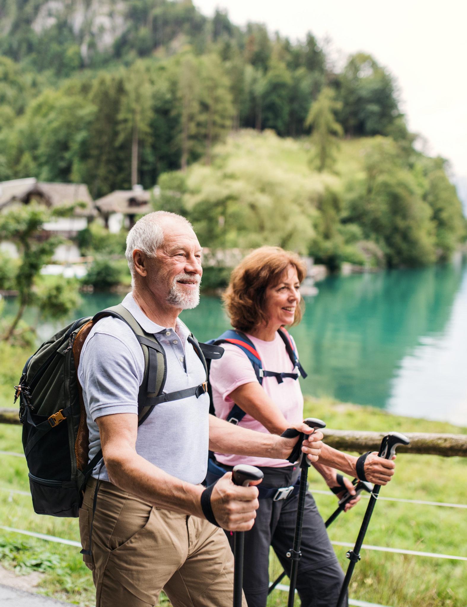 seniors - marche nordique - sport à la retraite - Bazile Telecom