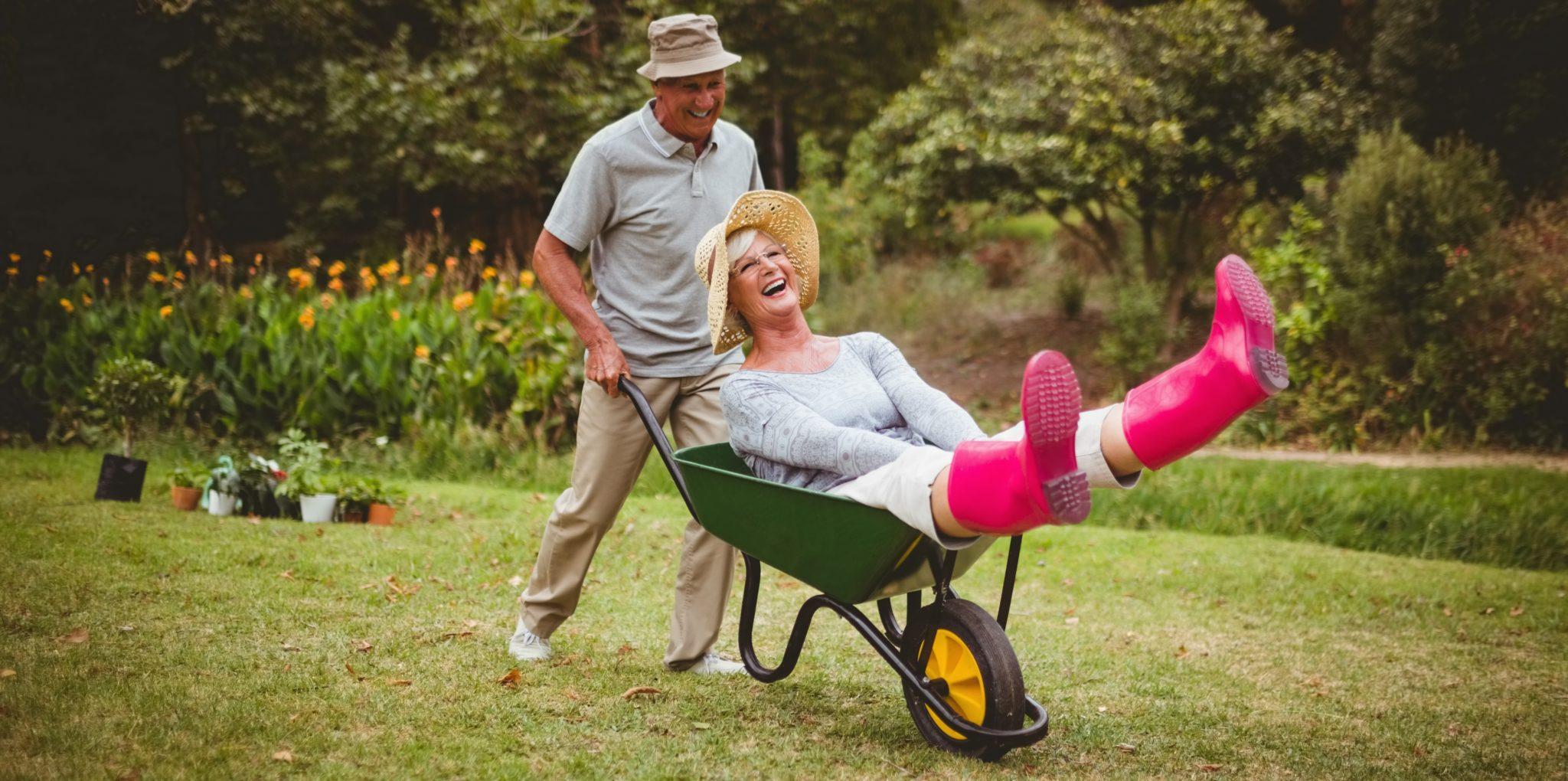 Seniors jardinage - activités à la retraite - Bazile Telecom